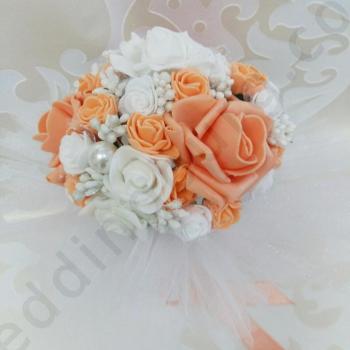 Булчински букет от рози в цвят праскова, модел F029