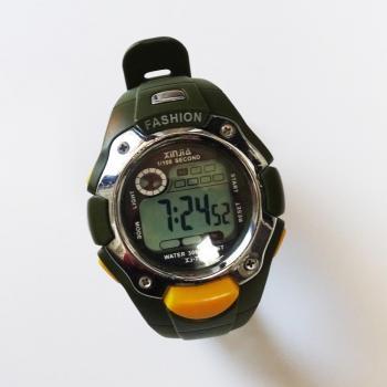 Водоустойчив, спортен часовник в зелен цвят