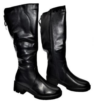 Дамски ботуши в черно 157