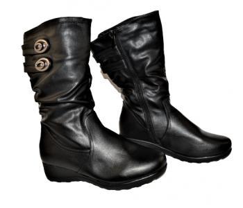 Дамски ботуши в черно 168