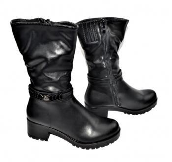 Дамски ботуши в черно 409