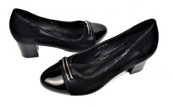 Дамски обувки на ток в черно 463