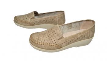 Дамски обувки с лека платформа в кафяво 424