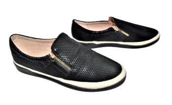 Дамски обувки с 2 ципа в черно 305