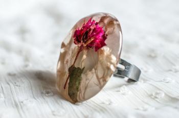 Дамски пръстен от бижутерийна смола