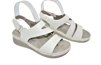 Дамски сандали в бяло 223