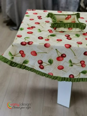 Правоъгълна покривка за маса с добавени къдрички от vany design