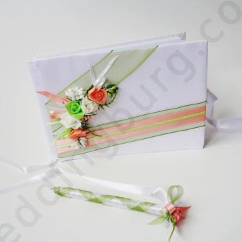 Сватбена книга с декорация в цвят праскова
