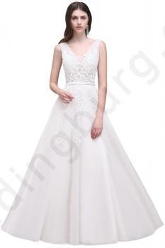 Сватбена рокля обшита с дантела