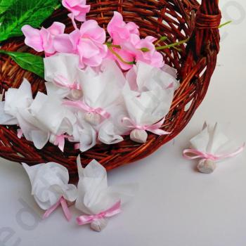Сватбени късметчета в бяло с розови панделки, модел KSH13