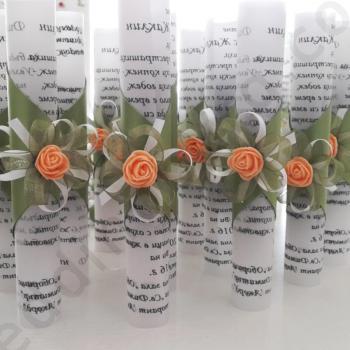 Сватбени покани - Свитък в зелено с розичка в цвят праскова, модел HM997