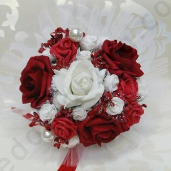 Сватбен букет от рози в цвят бордо, модел F030