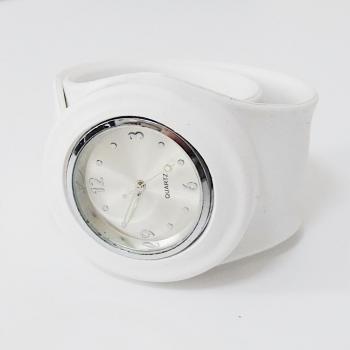 Спортен часовник в бял цвят