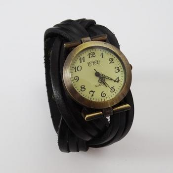 Часовник с широка кожена каишка