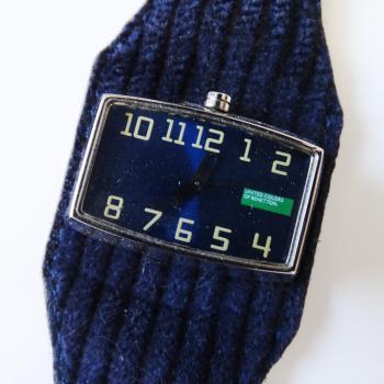 Часовник Benetton с текстилна каишка