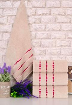 Четири броя средни, хавлиени кърпи размер 50/90 - бежови, с цикламени точки - 004