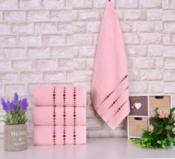 Четири броя средни, хавлиени кърпи размер 50/90 - розови, с червени точки - 006